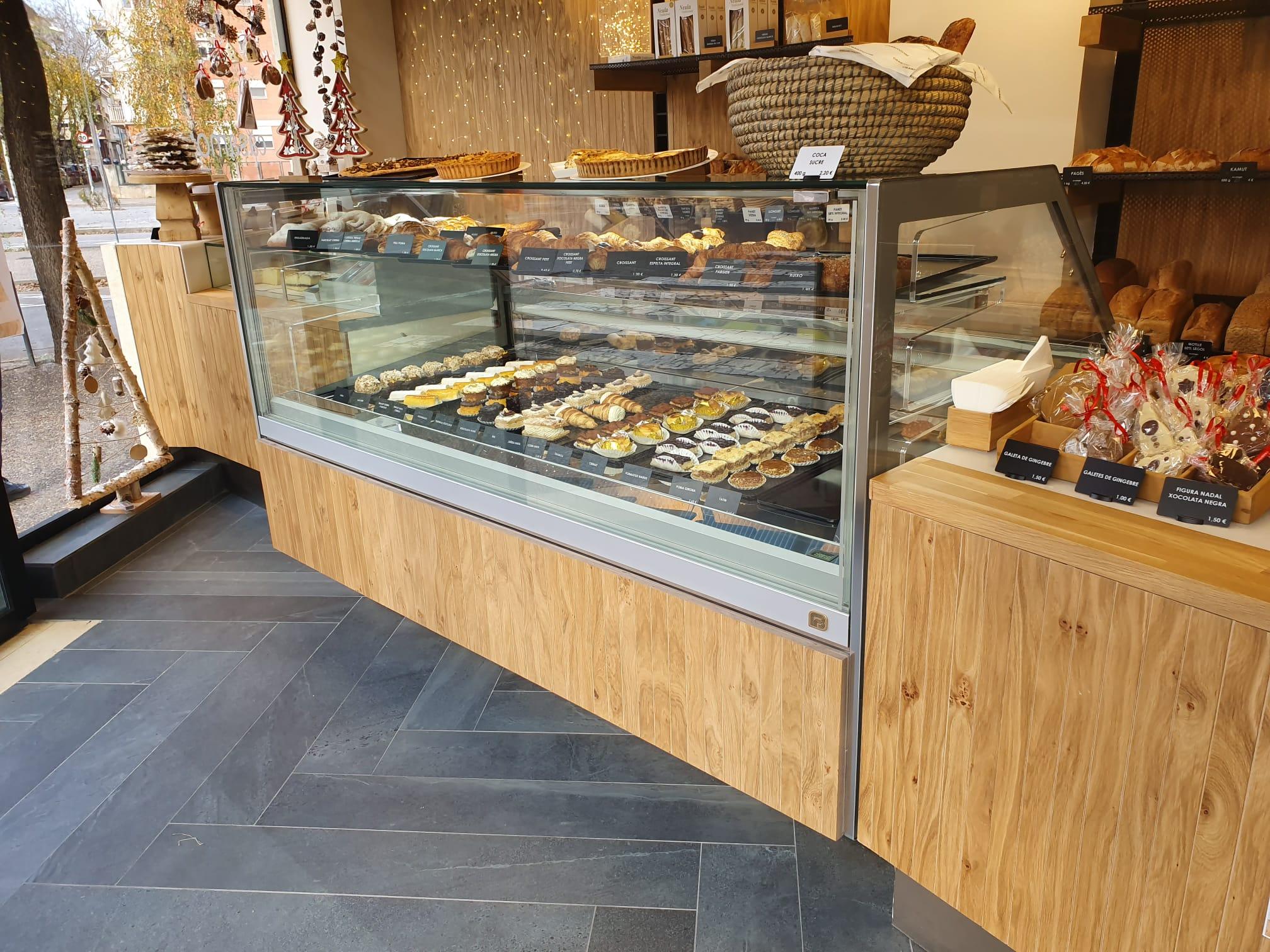 Vitrina Casa Moner Girona pasteles tartas pastissos panaderia