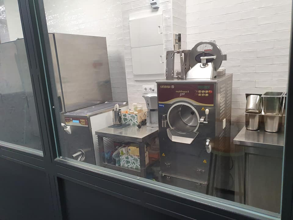 heladeria en cadiz andalucia proyecto gb serveis helados en una furgoneta maquina industrial