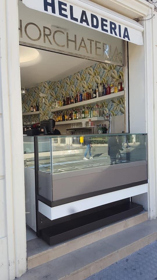 nine vitrina ded helados perfecta para locales pequeños